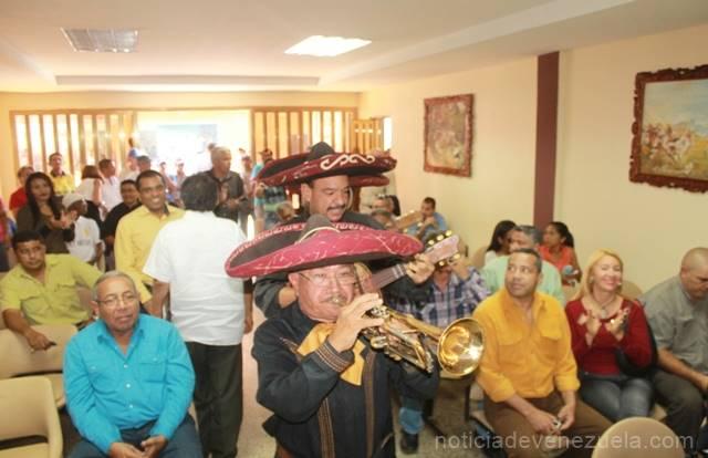 recibieron-una-serenata-con-mariachis-para-festejar-la-ocasion