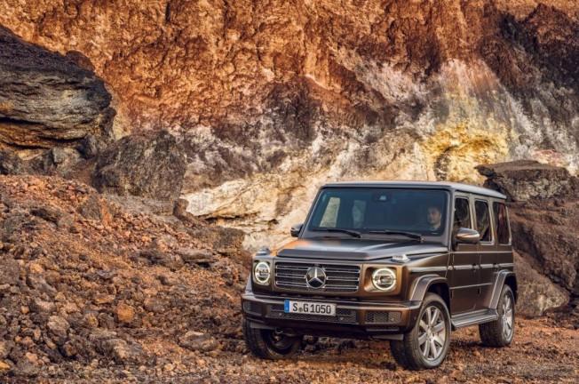 cuenta con el motor V8 gasolina de 4.0 litros y doble turbo que entrega 422 CV (310 kW) y un par máximo de 610 Nm